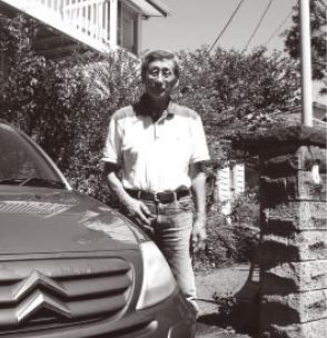 杉浦さんは、早大卒業後、仲間と医療関連の映像会社を立ち上げた。50歳で社長に就任し、現在は逗子市内のお年寄りを対象にしたボランティア活動をしている。