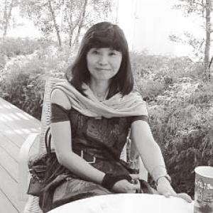 森本さんは地元金沢の看護学校を卒業した。33歳のときに胃がんで胃を切除。同じ悩みを抱える女性を対象に患者会を立ち上げた。現在、ペン・書道教師として教室に立つ。