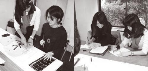 マンツーマンの毛筆指導(左)、人気のあるペン教室(右)、(平成28年12月)